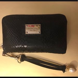 Michael Kors Black python wallet w gold interior